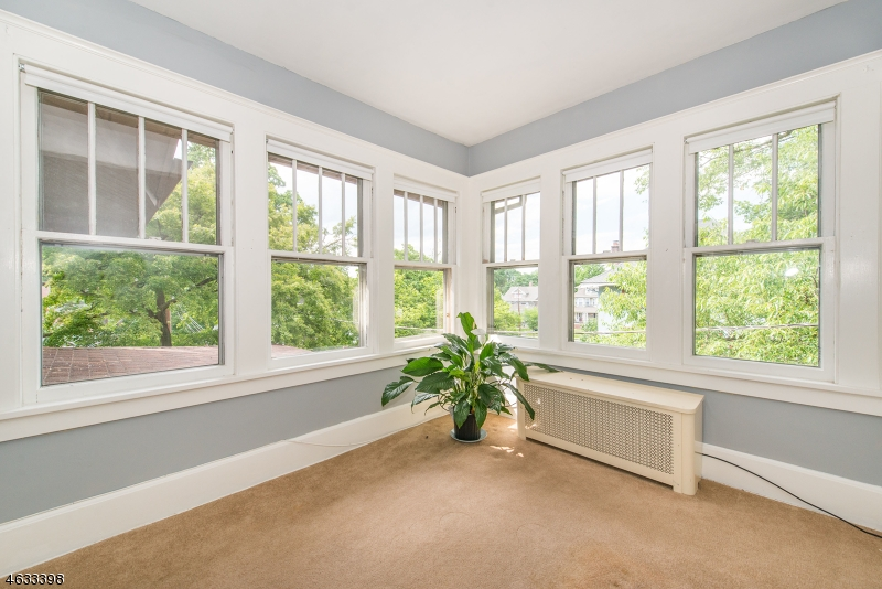 Additional photo for property listing at 26 Oak Crest Place  Nutley, New Jersey 07110 États-Unis