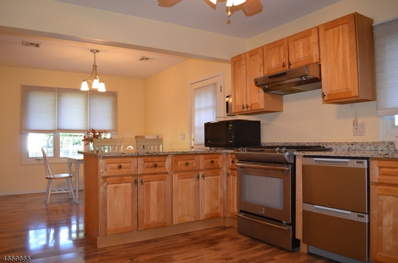 Additional photo for property listing at 16 Kafka Drive  Dunellen, Нью-Джерси 08812 Соединенные Штаты