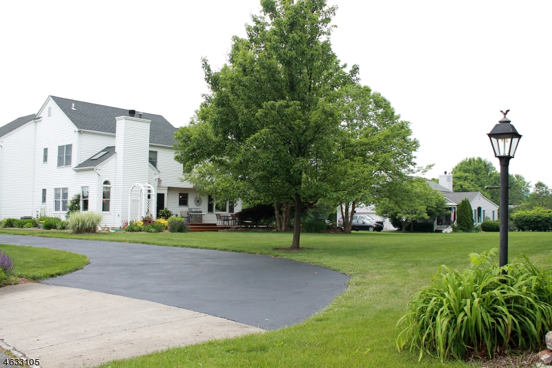Additional photo for property listing at 515 Pequest Road  Stewartsville, New Jersey 08886 États-Unis