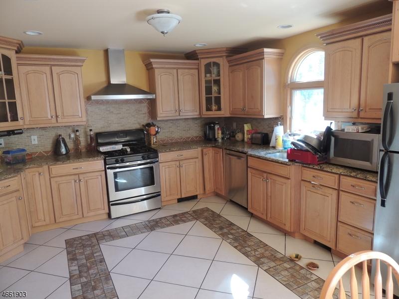 Additional photo for property listing at 936 Sussex Avenue  Bridgewater, Нью-Джерси 08807 Соединенные Штаты