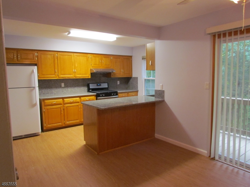 Additional photo for property listing at 22 WESTLAKE Court  Somerset, New Jersey 08873 États-Unis