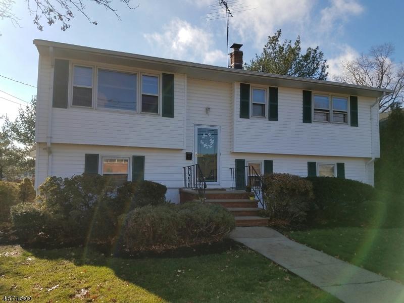 Maison unifamiliale pour l Vente à 245 Avenel Street Avenel, New Jersey 07001 États-Unis