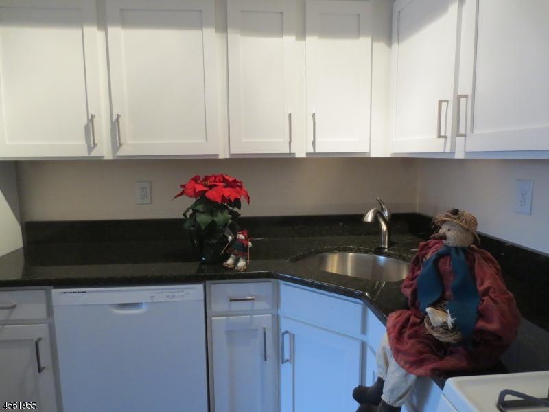 独户住宅 为 销售 在 23D FOXBORO Lane 西米尔福德, 新泽西州 07480 美国