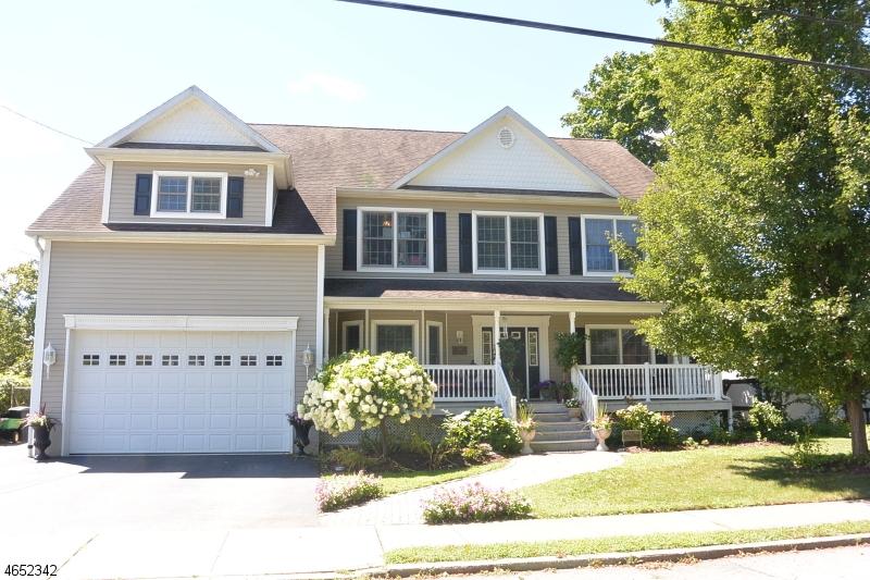 Maison unifamiliale pour l Vente à 100 Grant Avenue Pompton Lakes, New Jersey 07442 États-Unis