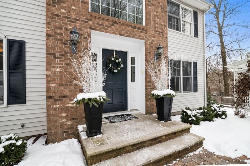 Частный односемейный дом для того Продажа на 28 Hamilton Road Gillette, Нью-Джерси 07933 Соединенные Штаты