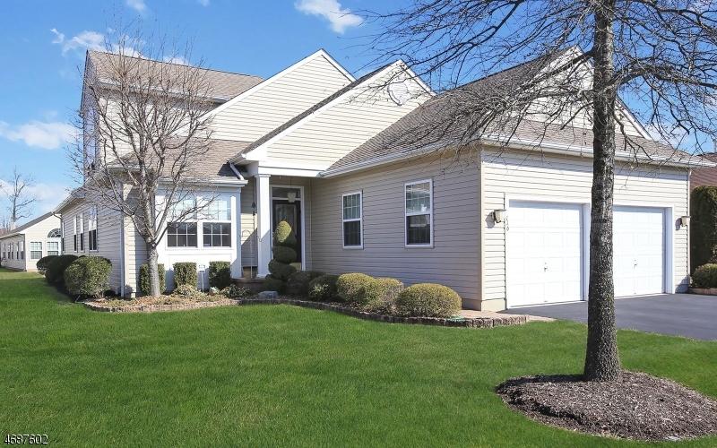Maison unifamiliale pour l Vente à 116 RENAISSANCE BLVD Somerset, New Jersey 08873 États-Unis