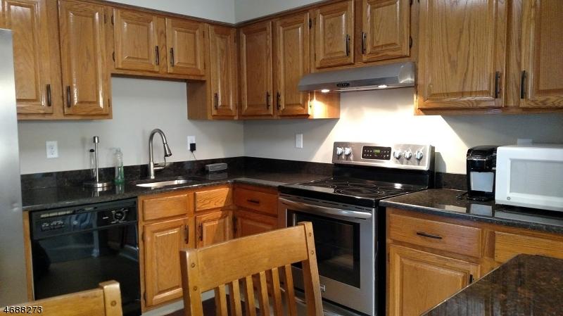 Casa Unifamiliar por un Alquiler en 202 Milkweed Court Three Bridges, Nueva Jersey 08887 Estados Unidos