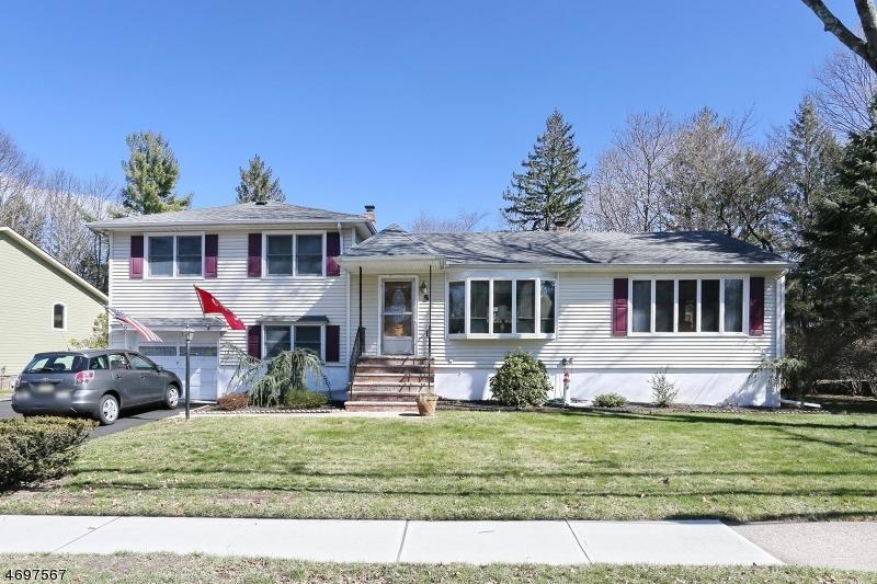 Частный односемейный дом для того Продажа на 5 Crescent Avenue Waldwick, Нью-Джерси 07463 Соединенные Штаты
