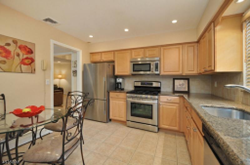 Maison unifamiliale pour l à louer à Address Not Available Cranford, New Jersey 07016 États-Unis
