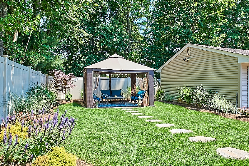 Additional photo for property listing at 46 Personette Avenue 46 Personette Avenue Verona, Nova Jersey 07044 Estados Unidos