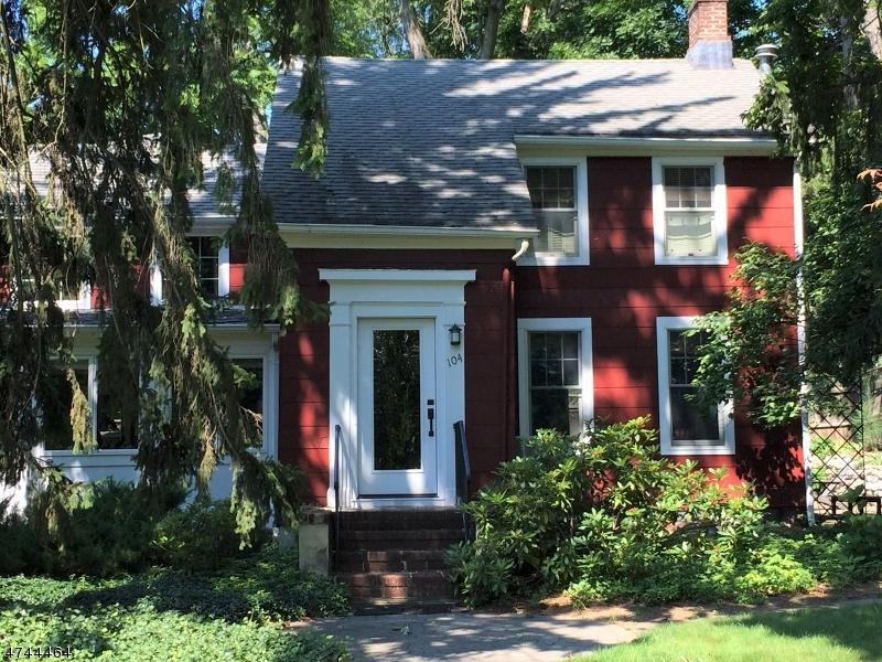 Частный односемейный дом для того Продажа на 104 Hopper Avenue Waldwick, Нью-Джерси 07463 Соединенные Штаты