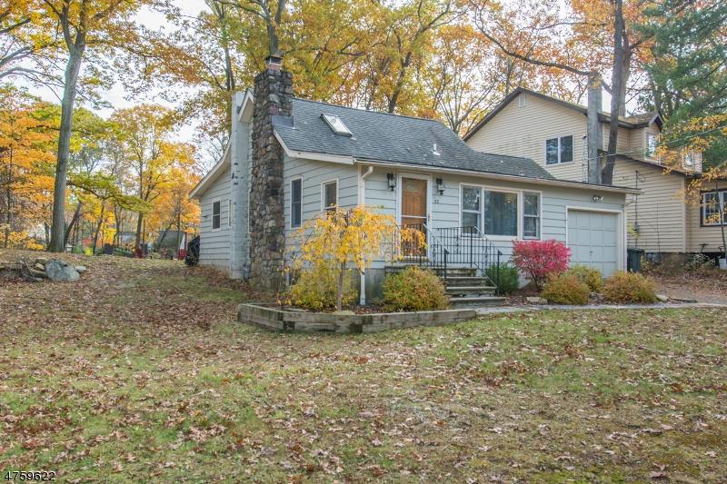 Casa Unifamiliar por un Alquiler en 53 INDIAN SPRING TRAIL Denville, Nueva Jersey 07834 Estados Unidos
