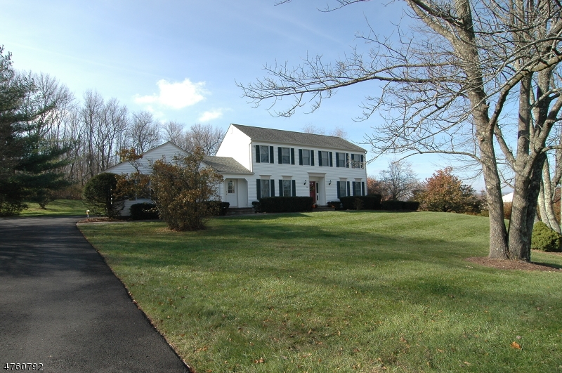 Частный односемейный дом для того Продажа на 14 Running Hills Drive Fredon, Нью-Джерси 07860 Соединенные Штаты