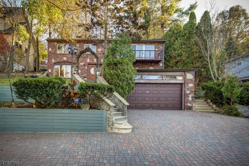 Casa Unifamiliar por un Venta en 21 Maple Pkwy Sparta, Nueva Jersey 07871 Estados Unidos
