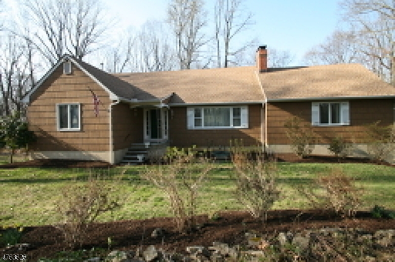 Single Family Home for Sale at 5 Overlook Road Bloomsbury, New Jersey 08804 United States