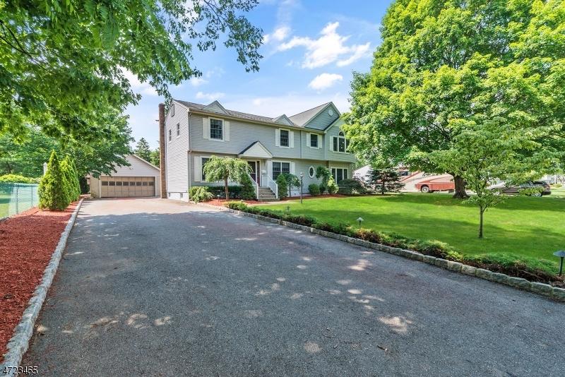 Casa Unifamiliar por un Venta en 11 Hickory Road Pequannock, Nueva Jersey 07440 Estados Unidos
