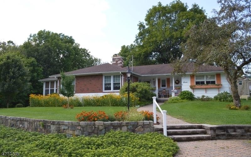 Частный односемейный дом для того Продажа на 7 Spruce Avenue Sussex, Нью-Джерси 07461 Соединенные Штаты