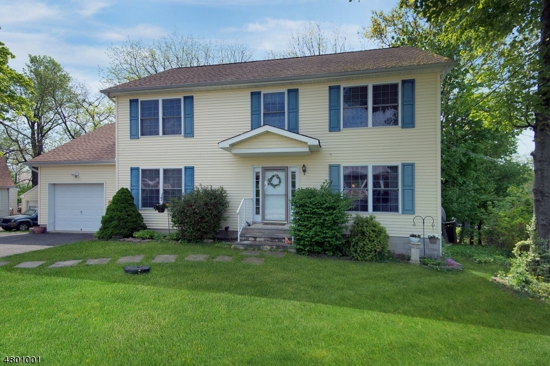 Частный односемейный дом для того Продажа на 9 Hillside Avenue Netcong, Нью-Джерси 07857 Соединенные Штаты