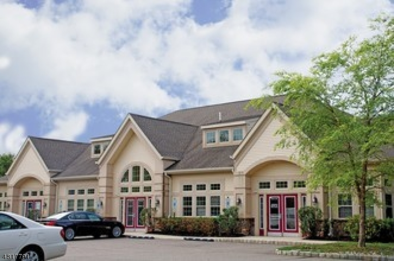 Commercial pour l à louer à 491 AMWELL RD BLDG 2 Hillsborough, New Jersey 08844 États-Unis