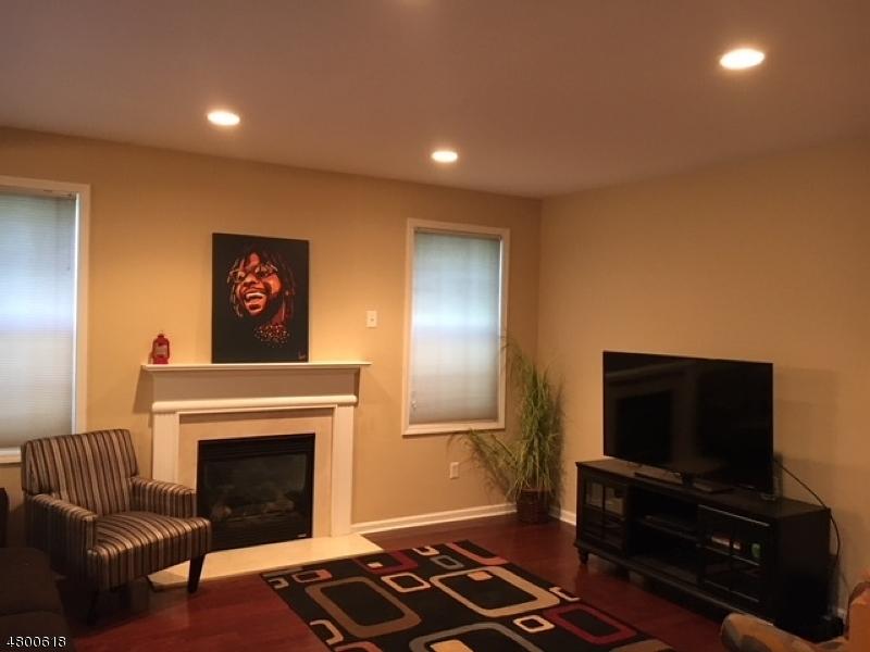 Condo / Casa geminada para Arrendamento às 35 CARRINGTON Place Clifton, Nova Jersey 07013 Estados Unidos