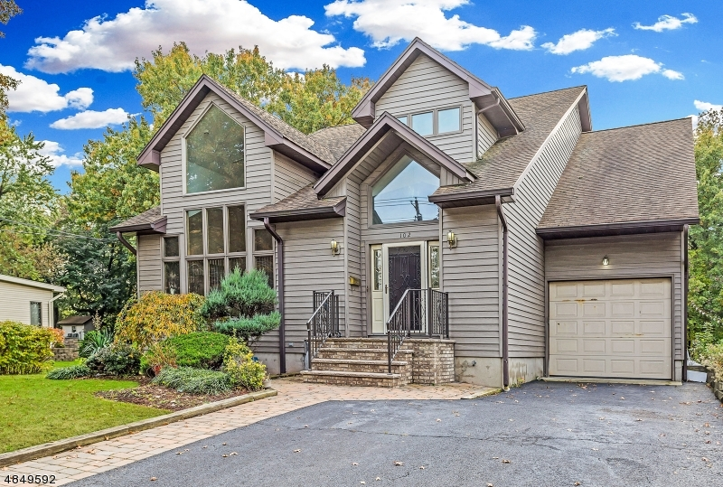Maison unifamiliale pour l Vente à 102 W CENTRAL Avenue Maywood, New Jersey 07607 États-Unis