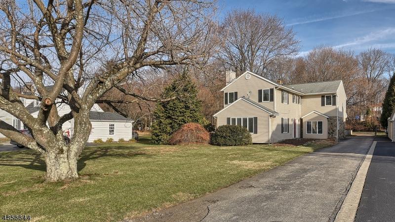 Casa Unifamiliar por un Venta en 10 RICKER Road Kinnelon, Nueva Jersey 07405 Estados Unidos