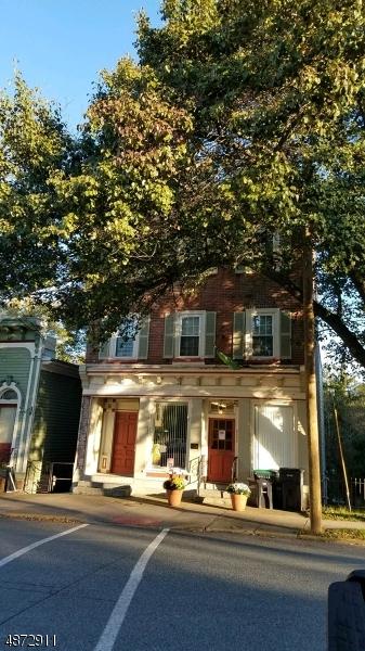 Maison unifamiliale pour l Vente à 329 FRONT Street Belvidere, New Jersey 07823 États-Unis