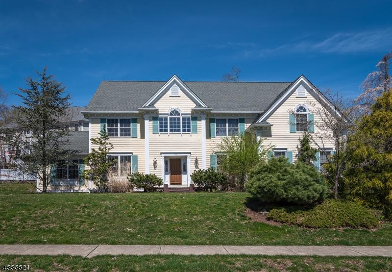 Частный односемейный дом для того Продажа на 167 GRAHAM Avenue North Haledon, Нью-Джерси 07508 Соединенные Штаты