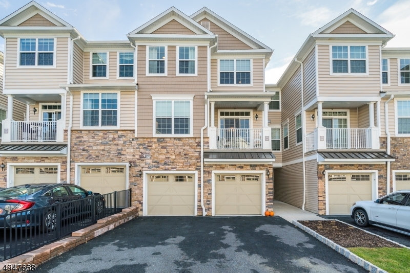 Condo / Townhouse for Sale at Montvale, New Jersey 07645 United States