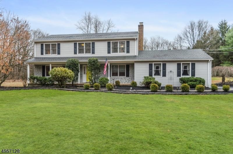 Single Family Homes 为 销售 在 East Amwell, 新泽西州 08559 美国