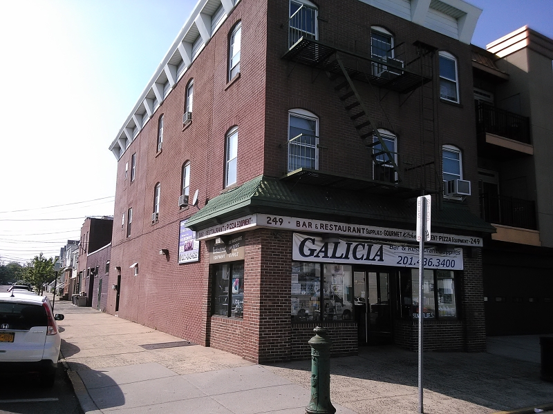 Additional photo for property listing at 249 Broadway  Bayonne, New Jersey 07002 États-Unis