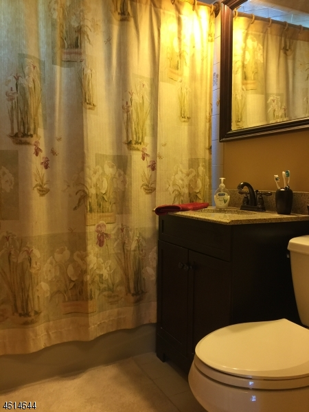Additional photo for property listing at 4 Wallace Lane  伍德兰帕克, 新泽西州 07424 美国