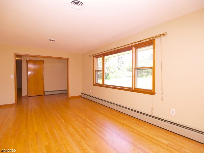 Additional photo for property listing at 2 Spruce Road  Clinton, Нью-Джерси 08809 Соединенные Штаты