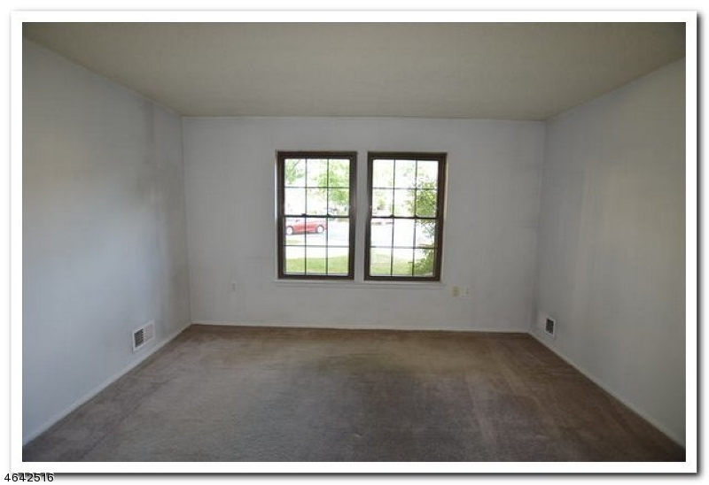 Additional photo for property listing at 92 Whispering Oaks Way  Jackson, New Jersey 08527 États-Unis