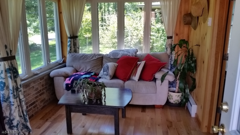 Additional photo for property listing at 16 Lakeview Point Avenue  Branchville, New Jersey 07826 États-Unis
