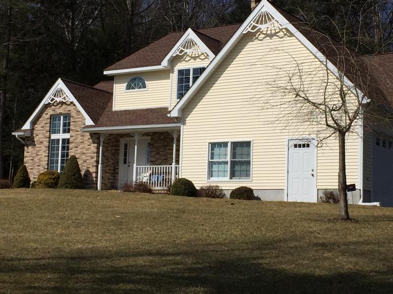 独户住宅 为 销售 在 5 Cole Haven Ter W Montague, 新泽西州 07827 美国
