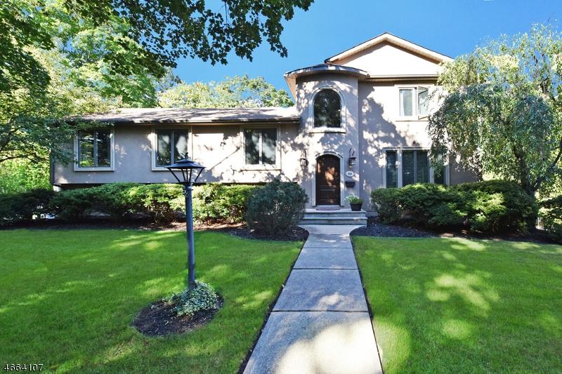 独户住宅 为 销售 在 723 Chimes Road 帕拉默斯, 07652 美国