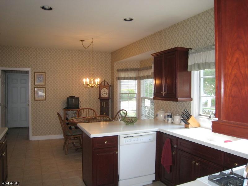 Частный односемейный дом для того Продажа на 1 Bartlett Court Roseland, Нью-Джерси 07068 Соединенные Штаты