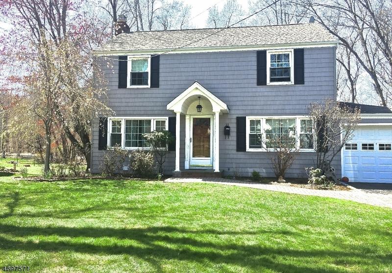 Частный односемейный дом для того Продажа на 23 Woodlawn Ter Little Falls, 07009 Соединенные Штаты