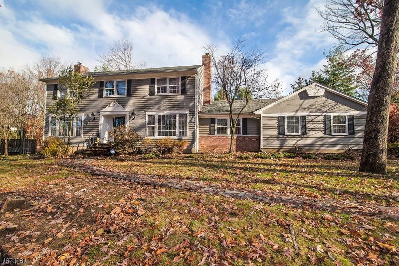 Частный односемейный дом для того Продажа на 1415 Coles Avenue Mountainside, Нью-Джерси 07092 Соединенные Штаты