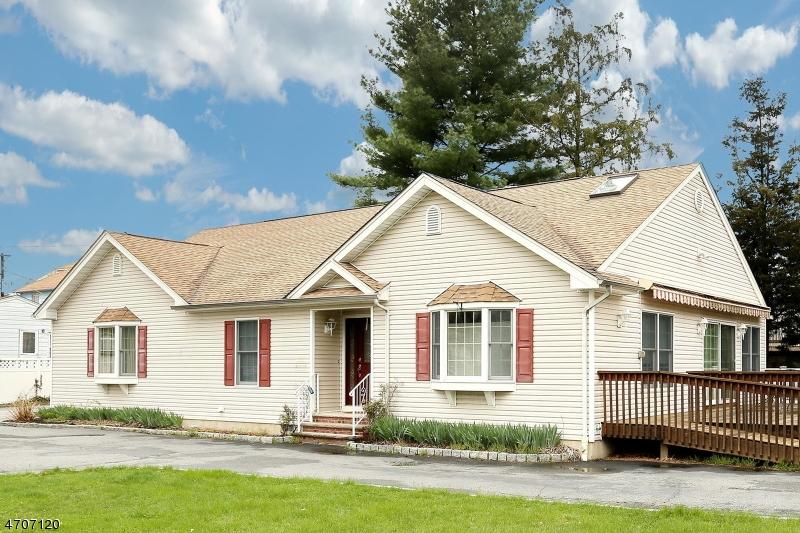 独户住宅 为 销售 在 506 Saddle River Road 德尔布鲁克, 07663 美国