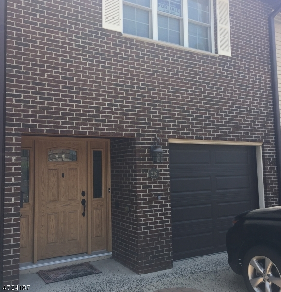 Частный односемейный дом для того Продажа на 236 Van Winkle Street East Rutherford, Нью-Джерси 07073 Соединенные Штаты