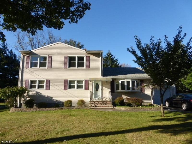Частный односемейный дом для того Аренда на 18 Lynn Ter Whippany, Нью-Джерси 07981 Соединенные Штаты