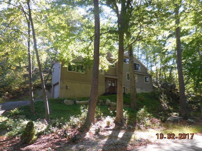 Maison unifamiliale pour l Vente à 163 FOREST LAKE Drive Byram Township, New Jersey 07821 États-Unis