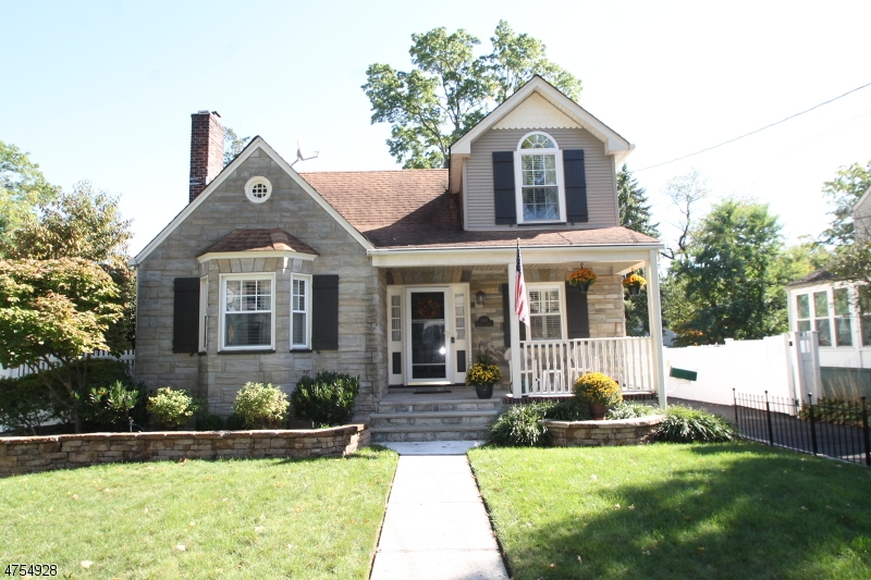 Single Family Home for Sale at 843 Prospect Street Roselle Park, New Jersey 07204 United States