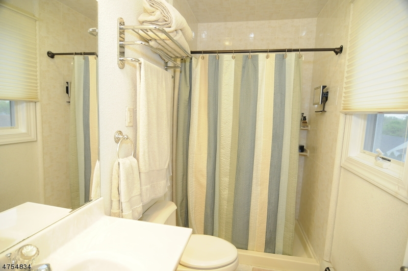 Additional photo for property listing at 27 Lenox Avenue  克利夫顿, 新泽西州 07012 美国