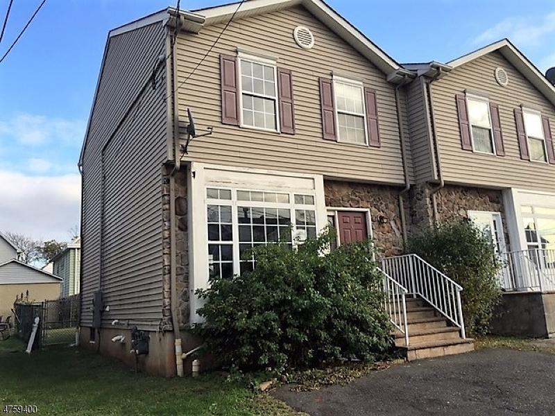 Nhà ở một gia đình vì Bán tại 10 Somerset Street 10 Somerset Street Carteret, New Jersey 07008 Hoa Kỳ