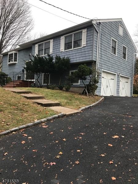 Частный односемейный дом для того Аренда на 28 Bear Brook Lane Livingston, Нью-Джерси 07039 Соединенные Штаты