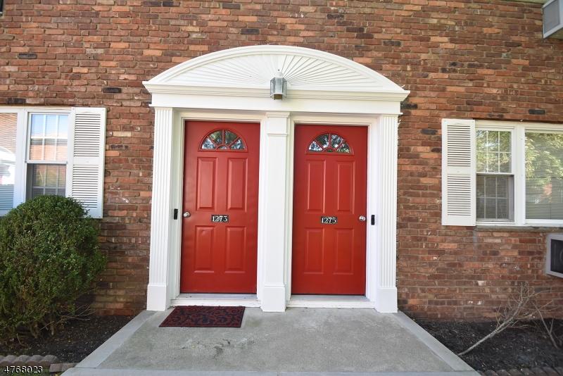 Частный односемейный дом для того Аренда на 1275B VALLEY Road Wayne, Нью-Джерси 07470 Соединенные Штаты