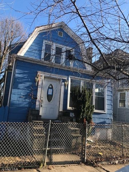 独户住宅 为 销售 在 14 MC ALLISTER Place Irvington, 新泽西州 07111 美国